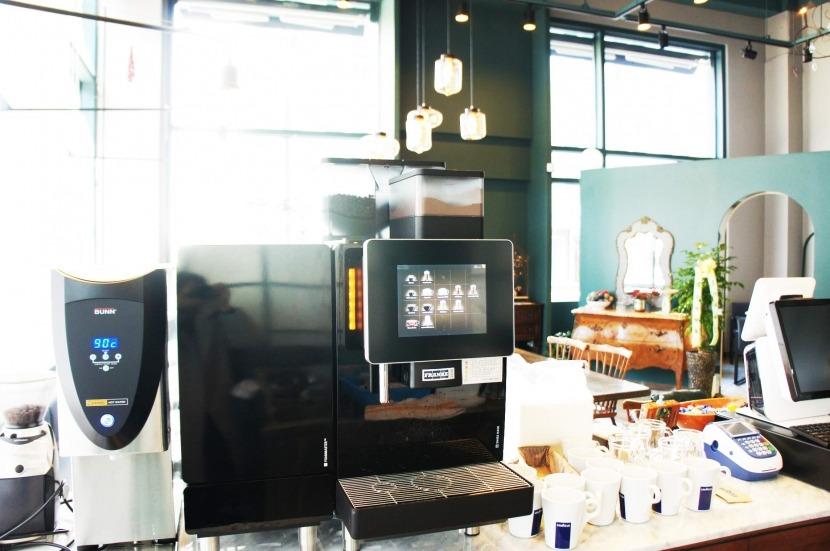 [000 브런치 카페] A600 모델_2.jpg